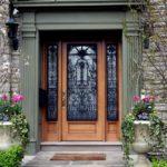 kovanie-dveri-v-dome