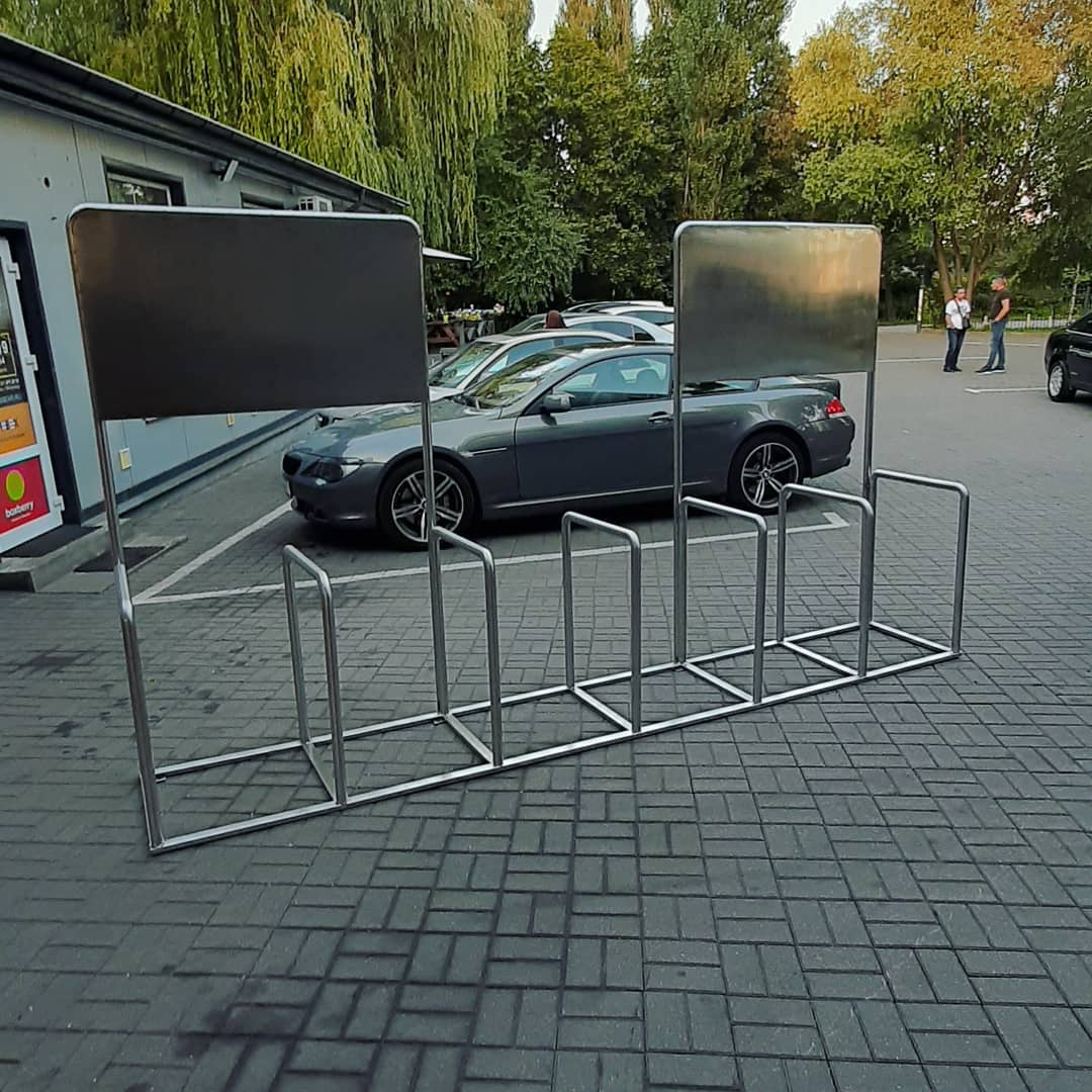 Велопарковка с рекламным панно